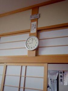 地福寺本堂の柱の天井近くまで津波浸水の記録が